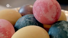 Making Easter eggs with natural dyes - simple, fun and pretty